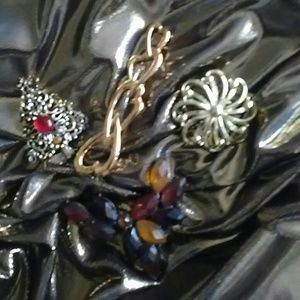 *****  4 Vintage Pins PLEASE BUNDLE